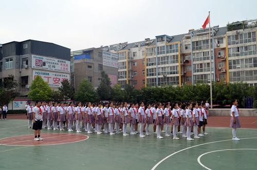 分高中低年级段,举行了为期三天的队形队列比赛,全校52个班级的3123名图片