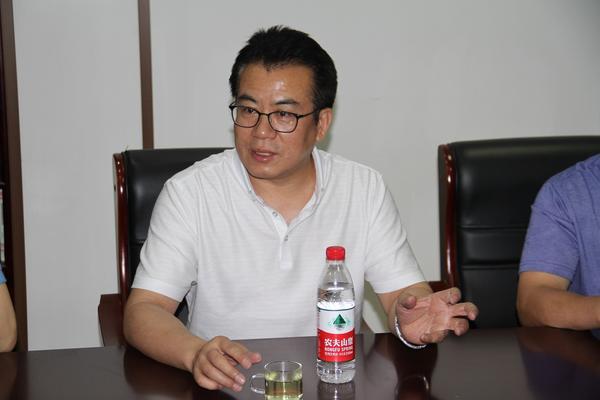 郑州八中校长郅广武部署会议 - 副本