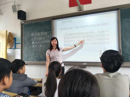 科学教师王秋红指导学生制定实验方案