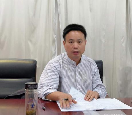 市教科所综合研究室主任胡远明进行课题指导