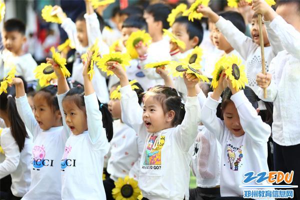孩子们精彩的入场式表演