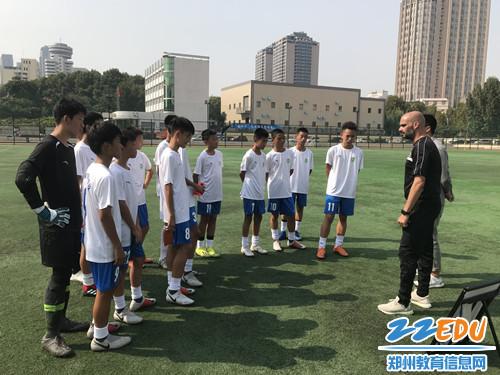 2外籍教练中场指导比赛_副本