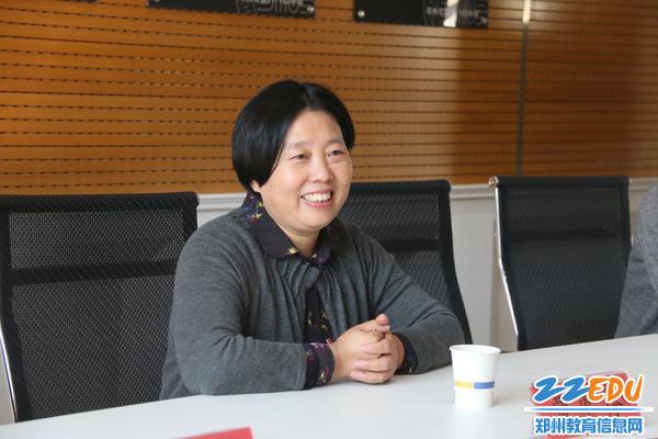 2贾惠芬校长对郑建华主任一行的到来表示热烈欢迎