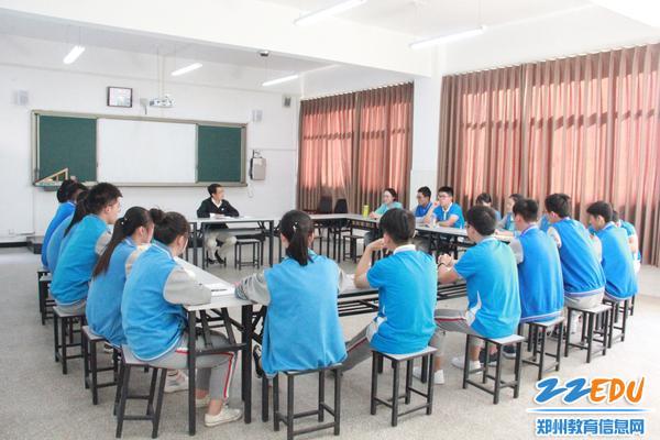 11、专家与101中学学生座谈