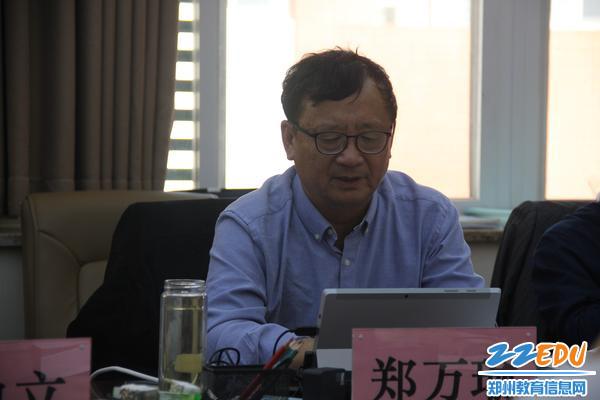 3、上海市政府督学郑万瑜进行反馈