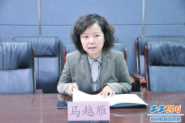 郑州市科技工业学校党总支书记马越雁汇报工作