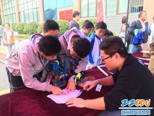 2郑州八中代表队报到检录