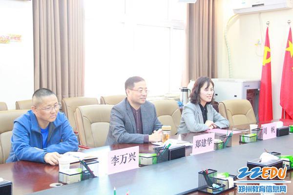1、郑州市教科文体卫工会领导到101中学检查指导_副本