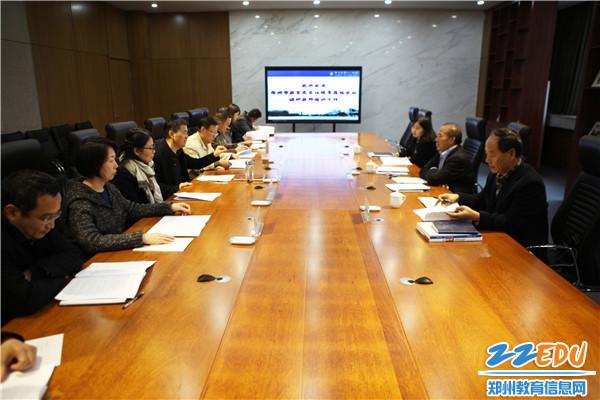 郑州市教育局党组成员、副局长曾昭传一行到郑州十一中调研指导教师培养工作