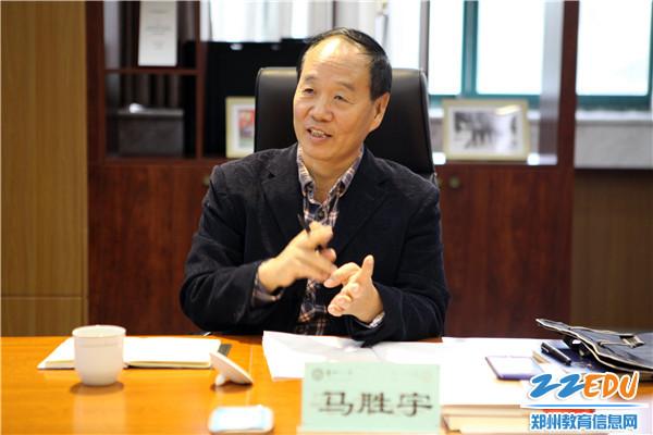 郑州市教育局师训处马胜宇副处长与老师们沟通、交流和对话