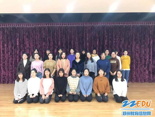 郑州市金融学校舞蹈队合影