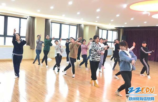 舞蹈队日常训练