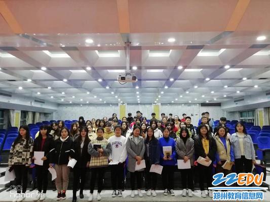 郑州市金融学校合唱队合影