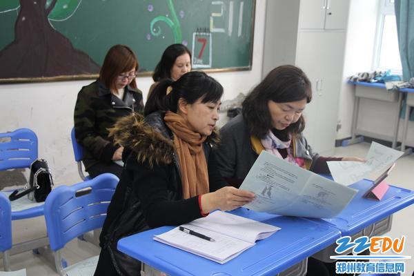 郑州市教研室专家认真听课