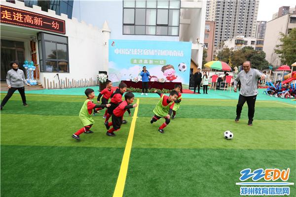 4.足球名宿与孩子们互动