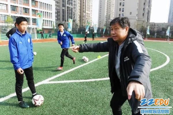 [郑州]中国足球学校辅导团到丽水金水外国语人教指导物理课件版名宿初中图片