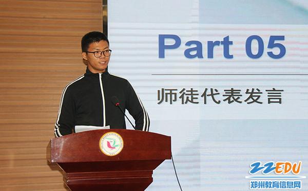 IMG_4徒弟代表李建威老师发言,感谢学校和师傅们的帮助