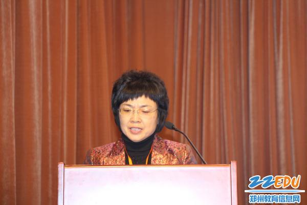 郑州市信息技术行指委秘书长韦艳春发言