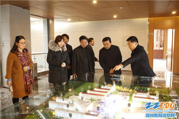 霍尔果斯市教科局考察团走进郑州十一中