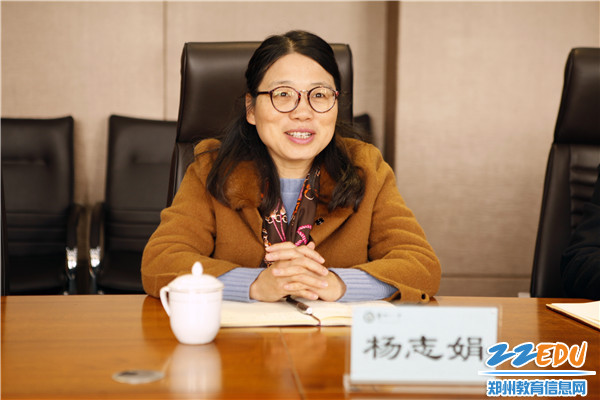 郑州十一中党委书记杨志娟介绍校园党建工作的底子状况和特色亮点