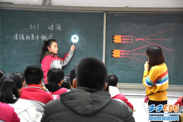 张雪老师课堂启发学生