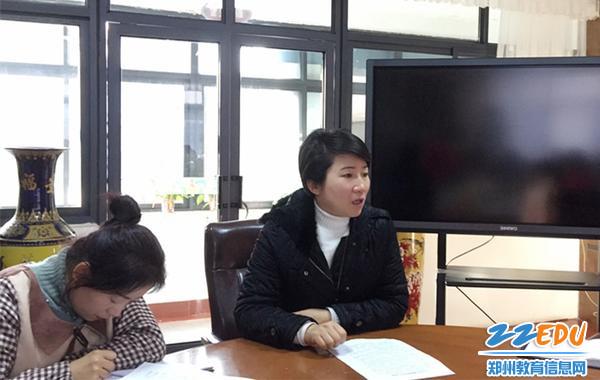 市实验幼儿园园长郝江玉对保育老师提出工作要求