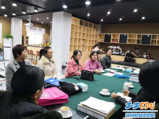 1协作区组长单位郑州市商贸管理学校办公室主任黄小慧安排交流活动