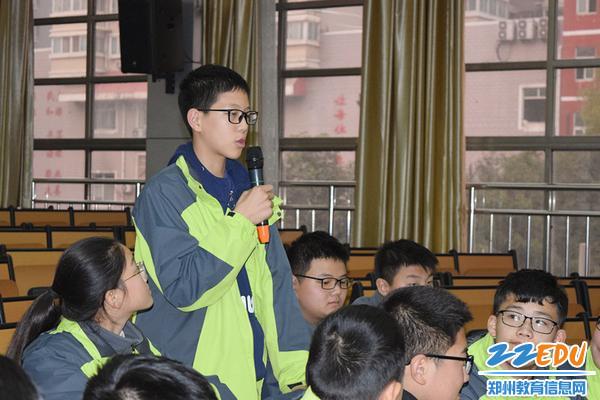 学生代表li梁硕讲述自己在生活中如何保护环境_副本