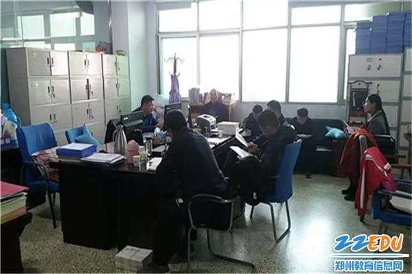 中牟县教体局在局安全科召开了防暴恐及平安建设工作推进会
