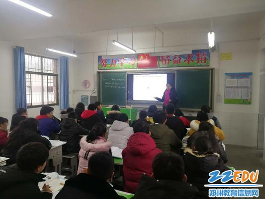 郑州三中陈珂老师为帮扶学校师生讲课