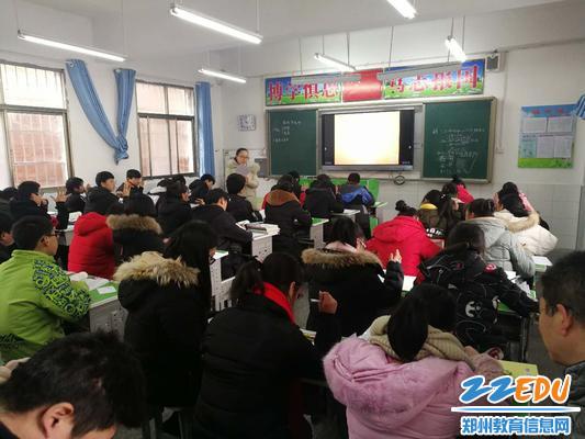 郑州三中朱晓燕老师为学生们讲解相似的
