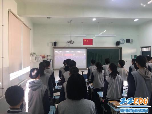 4 学生纷纷表示将来要为国家的富强贡献出自己的青春力量
