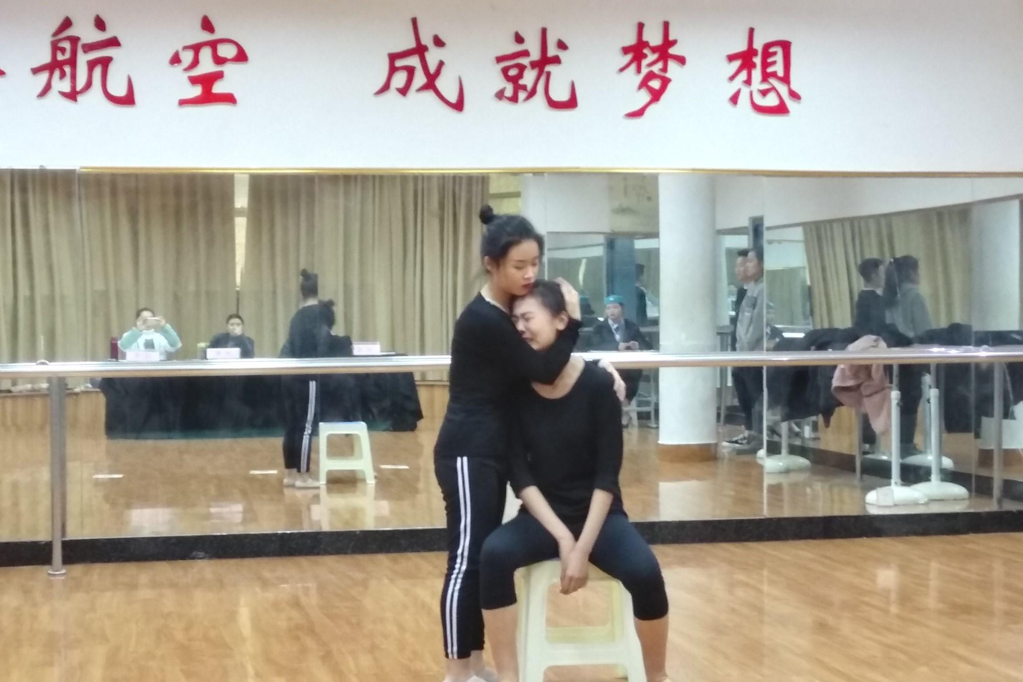河南艺术中��n��/cyf_教育时讯 >正文    随着2019年的河南省高考艺术类统一考试的临近, 12