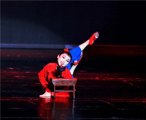 河南艺术中��n��/cyf_郑州艺术幼儿师范学校庆祝改革开放40周年暨首届教学成果展演举行