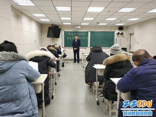 郑州回中教师发展处主任张恒山在语文学科考场监考