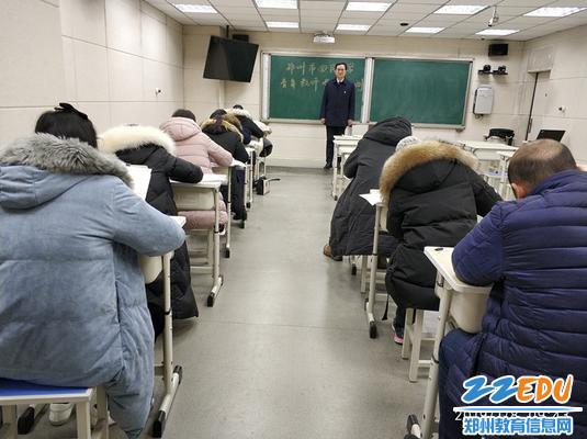 郑州回中副校长齐伟到考场巡考