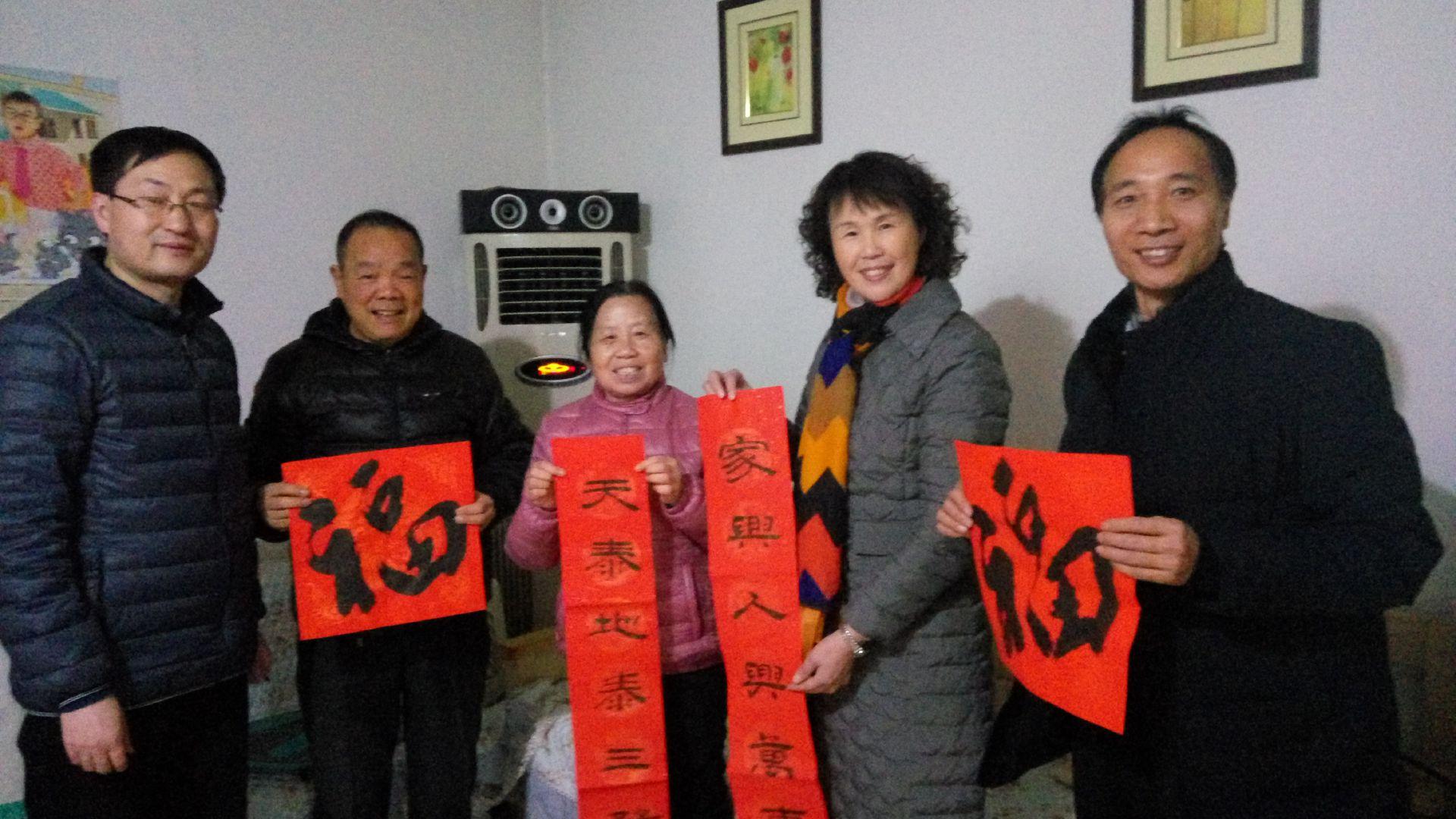 东成人教育先��cey/c_郑州市成人教育教研室开展暖心慰问老干部活动