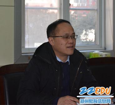 郑州三中党总支副书记对学校安全工作进行汇报
