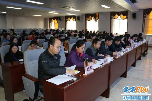 学校特邀11位领导专家担任评委