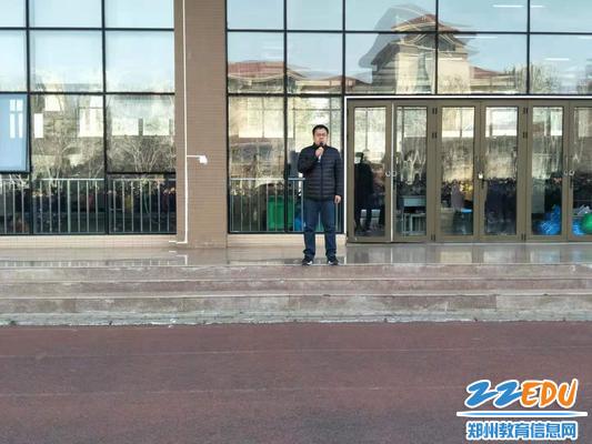 学生发展中心副主任吴鹏起对本次疏散活动做总结