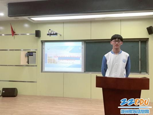 六合开奖记录47中国际部学生会主席赵哲宣读管理制度和聘任岗位_副本