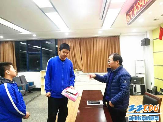 5韩主任对学生干部的工作进行指导