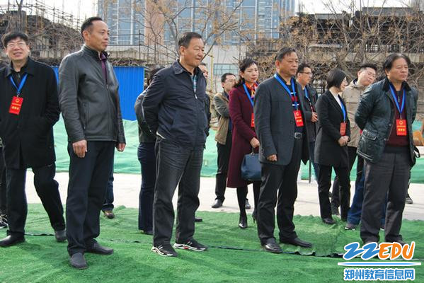 1区人大常委会常务副主任李贻忠及市区人大代表视察枣庄小学建设情况