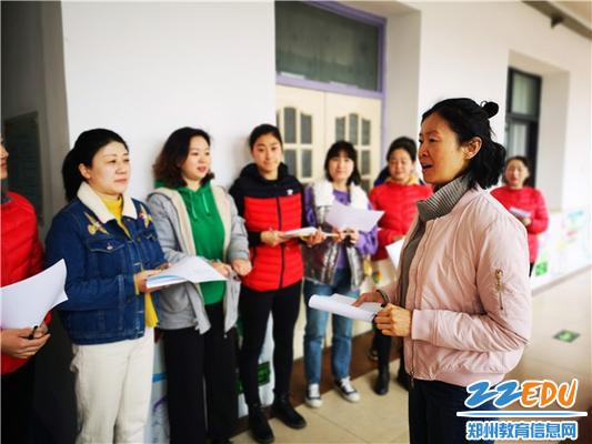 小班组老师代表介绍区域环创特色