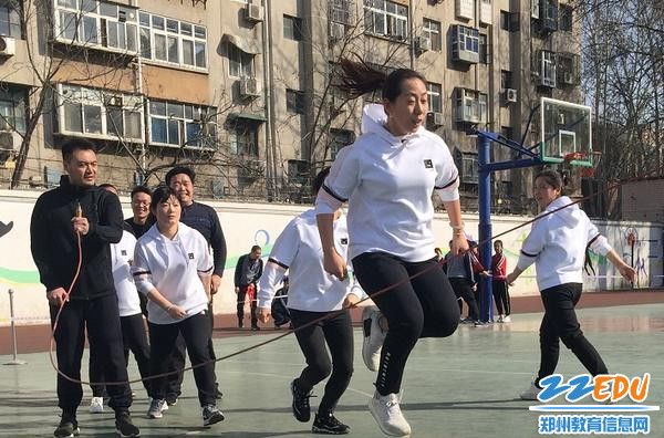 教职工代表跳绳比赛精彩瞬间