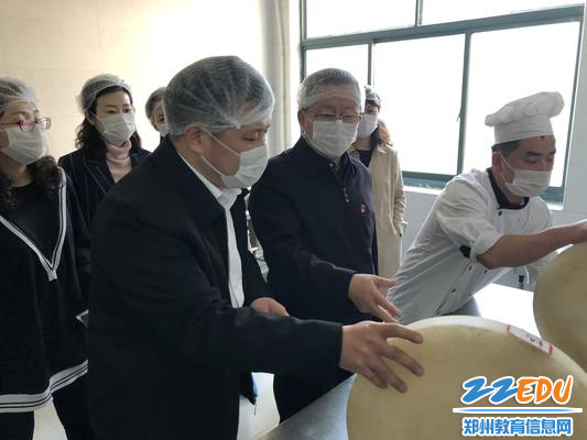 陈平山强调做好食堂安全管理工作的重要性_副本