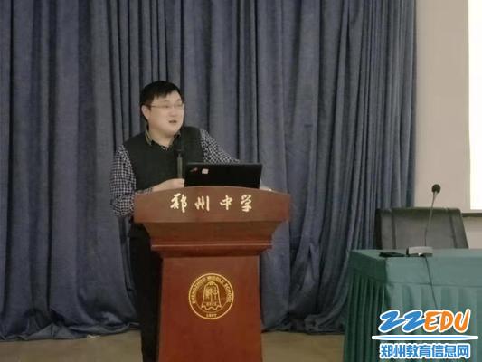 王昌胜校长做成长励志讲座