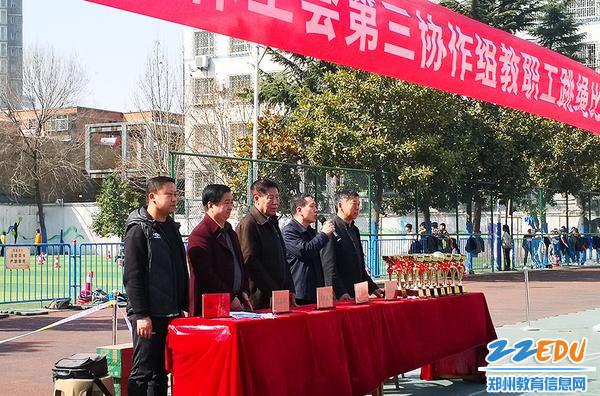 郑州市科技工业学校参加市教科文卫体工会第三协作组教职工跳绳比赛