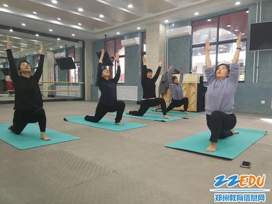 1标准的瑜伽动作