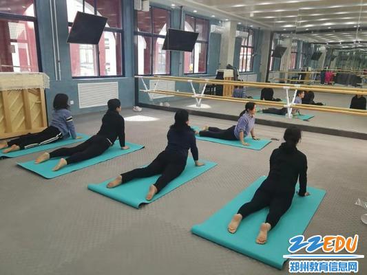 3标准的瑜伽动作